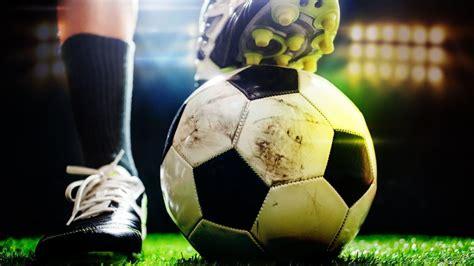 Mistrz kontra wicemistrz. Piast gra w kratkę, Legia zachwyca